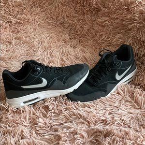 cute nike black shoes